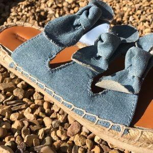 American Eagle 8 denim bow shoes